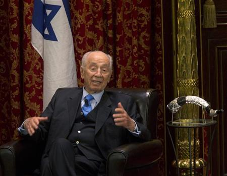 Israel's President Shimon Peres speaks to members of the Jewish community in Montreal, May 10, 2012. Peres is on an official state visit to Canada from May 6 to 10. REUTERS/Christinne Muschi