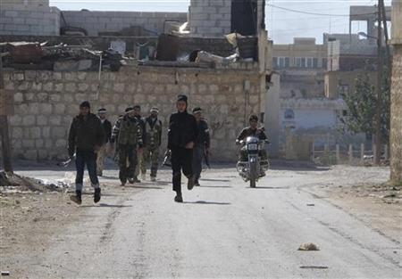 Free Syrian Army fighters prepare to take position during clashes with President Bashar al- Assad's forces in the Taftanaz area near Idlib November 3, 2012. REUTERS/Abdalghne Karoof