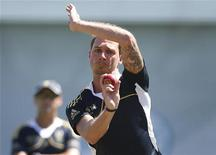 South Africa's Dale Steyn bowls in the nets at Sydney Cricket Ground during a practice session October 31, 2012. REUTERS/Tim Wimborne