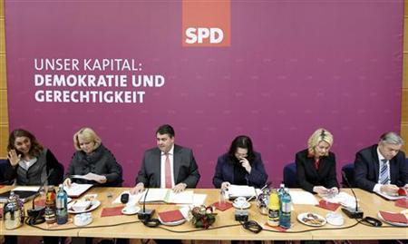 Berlin mayor and member of German Social Democratic Party SPD Klaus Wowereit (R-L), and party fellows Manuela Schwesig, Andrea Nahles, Sigmar Gabriel, Hannelore Kraft and Aydan Aydan Oezoguz attend a party board meeting in Berlin December 12, 2011. REUTERS/Tobias Schwarz