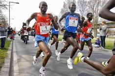 Kenya's James Kwambai (L), Abel Kirui (C) and Duncan Kibet (R) run during the 2009 edition of the men's Rotterdam Marathon April 5, 2009. REUTERS/Paul Vreeker/United Photos
