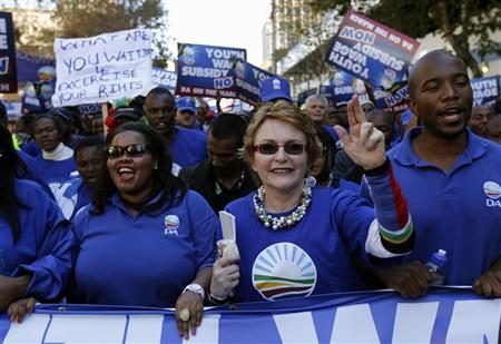 Helen Zille (C), leader of South Africa's main opposition party Democratic Alliance (DA), gestures during a march in Johannesburg May 15, 2012. REUTERS/Siphiwe Sibeko