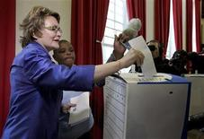 Democratic Alliance (DA) leader Helen Zille casts her vote during the South African municipal elections in Cape Town May 18, 2011. REUTERS/Sumaya Hisham