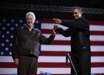 Ex-presidente dos EUA, Bill Clinton, participa de comício com o presidente Barack Obama em Bristow, Virgínia, EUA. Parece improvável que os democratas recuperem a maioria na Câmara dos Deputados na terça-feira, apesar de uma pressão em todo o país, e um dos principais motivos pode ser o desapontamento no Estado natal do presidente Barack Obama. 03/11/2012 REUTERS/Jason Reed