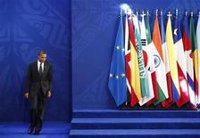 Presidente dos EUA, Barack Obama, chega para coletiva de imprensa durante cúpula do G20 em Los Cabos, México. O grupo das 20 principais economias do mundo deve pressionar os Estados Unidos sobre os cortes automáticos de gastos e aumento nos impostos que ameaçam o país e o crescimento global, disse o secretário-geral da OCDE no sábado. 19/06/2012 REUTERS/Edgard Garrido