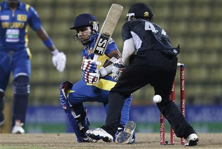 Sri Lanka's captain Mahela Jayawardene plays a shot during their second One Day International (ODI) cricket match against New Zealand in Pallekele November 4, 2012. REUTERS/Dinuka Liyanawatte