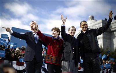Obama, Romney sprint to unpredictable campaign finish