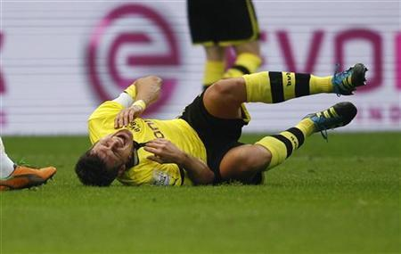 Borussia Dortmund's Sebastian Kehl reacts after injury during the German first division Bundesliga soccer match against Stuttgart in Dortmund November 3, 2012. REUTERS/Ina Fassbender
