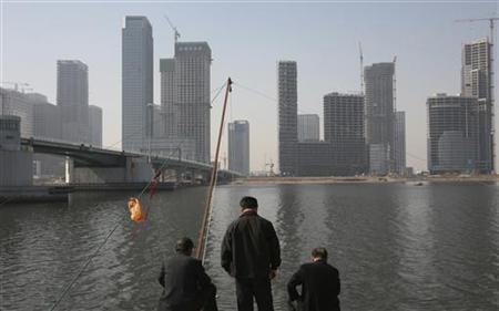 Residents fish with nets on the banks of the Hai River in Tianjin's Binhai New Area, where the government is building its Yujiapu financial center October 23, 2012. REUTERS/Michael Martina