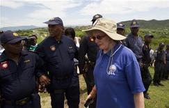 Police officers block Helen Zille, leader of the opposition Democratic Alliance party, from walking towards South Africa's President Jacob Zuma's house in Nkandla November 4, 2012. REUTERS/Rogan Ward