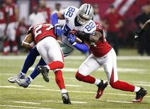 Dallas Cowboys tight end Jason Witten (82), gets hit by Atlanta Falcons cornerback Robert McClain (27), and linebacker Stephen Nicholas in the second half of their NFL football game in Atlanta, Georgia November 4, 2012. REUTERS/Tami Chappell