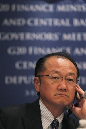 World Bank President Jim Yong Kim attends a news conference as part of the G20 meeting in Mexico City November 4, 2012. REUTERS/Edgard Garrido