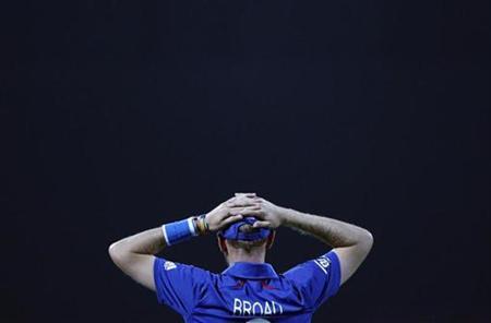 England's Stuart Broad reacts during their Twenty20 World Cup Super 8 cricket match against Sri Lanka in Pallekele October 1, 2012. REUTERS/Dinuka Liyanawatte