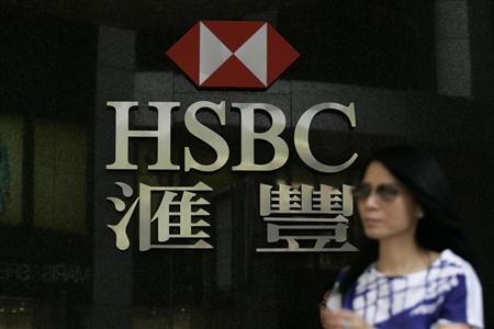 A woman walks past a HSBC branch in Hong Kong May 19, 2009. REUTERS/Tyrone Siu/Files