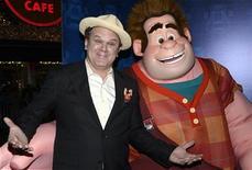 """La película de dibujos animados de Disney sobre un personaje de un videojuego que destroza todo lo que encuentra en su camino, """"¡Rompe Ralph!"""" registró el domingo un récord para un estreno de animación de Disney en su primer fin de semana después de recaudar 49,1 millones de dólares (unos 38,22 millones de euros) en venta de entradas y liderar la taquilla del fin de semana tras el paso de la tormenta Sandy. En la imagen, de 29 de octubre, John C. Reilly, en el estreno de la película de dibujos animados """"Wreck-It Ralph"""" en Los Ángeles. REUTERS/Phil McCarten"""
