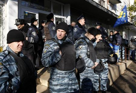 Police officers stay outside an election precinct, where the opposition said election fraud happened, in Kiev November 4, 2012. REUTERS/Anatolii Stepanov