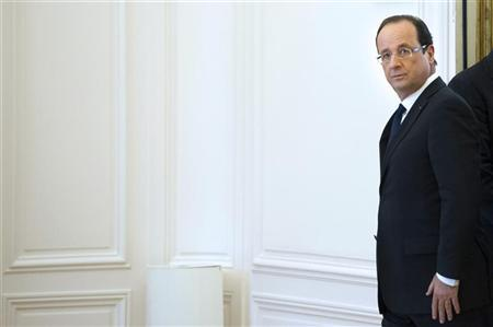 France's President Francois Hollande leaves after a meeting at the OECD headquarters in Paris October 29, 2012. REUTERS/Bertrand Langlois/Pool