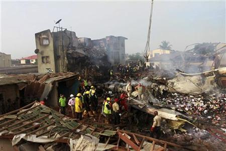 Rescue workers search for bodies of victims of a plane crash at Iju-Ishaga neighbourhood, Lagos June 4, 2012. REUTERS/Akintunde Akinleye