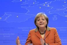 La coalición de centroderecha de la canciller alemana, Angela Merkel, alcanzó el lunes un acuerdo sobre temas sociales controvertidos que espera que aumenten el número de apoyos de cara a las elecciones federales de septiembre próximo. En esta imagen de archivo, Angela Merkel en rueda de prensa en Bruselas el 19 de octubre de 2012. REUTERS/Yves Herman