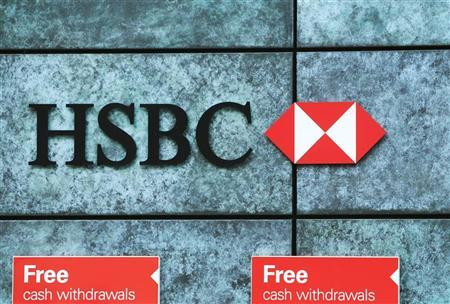 Free cash withdrawals are advertised outside a HSBC bank in the city of London March 1, 2010. REUTERS/Luke MacGregor/Files