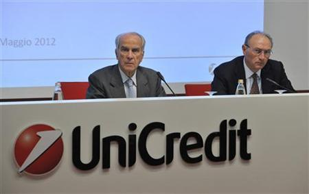 New President of UniCredit bank Giuseppe Vita (L) and Federico Ghizzoni, chief executive of UniCredit, attend a news conference in Milan May 12, 2012. REUTERS/Paolo Bona