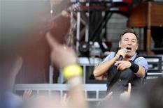 Bruce Springsteen se apresentou ao lado de outros artistas em show beneficente na TV. 31/07/2012. REUTERS/Viena