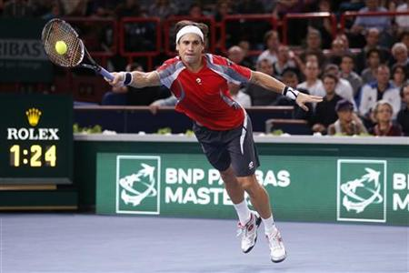 David Ferrer of Spain returns the ball during his final men's singles match against Jerzy Janowicz of Poland at the Paris Masters tennis tournament November 4, 2012. REUTERS/Cedric Lecocq