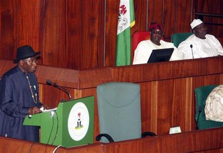 Nigeria's President Goodluck Jonathan (L) presents the 2013 budget proposal as Senate President David Mark (C) and House speaker Aminu Tambuwal look on at a joint sitting of the parliament in the capital Abuja, October 10, 2012. REUTERS/Afolabi Sotunde