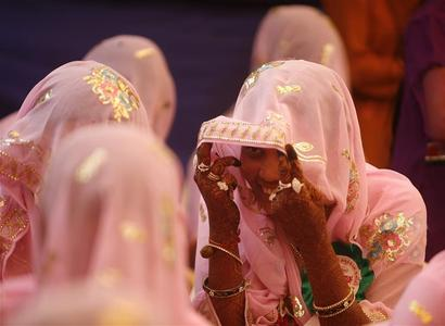 Muslim brides interact with each other as they wait for their wedding ceremonies to start during a mass marriage ceremony in Ahmedabad November 4, 2012. REUTERS/Amit Dave