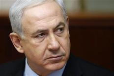 <p>El primer ministro de Israel, Benjamin Netanyahu, durante su reunión semanal de gabinete en Jerusalén, nov 4 2012. El primer ministro de Israel, Benjamin Netanyahu, y su ministro de Defensa, Ehud Barak, pidieron en el 2010 a los comandantes militares de país que se prepararan para un ataque a las instalaciones nucleares de Irán, pero la orden no fue cumplida, indicó un reporte de un canal de televisión. REUTERS/Gali Tibbon/Pool</p>