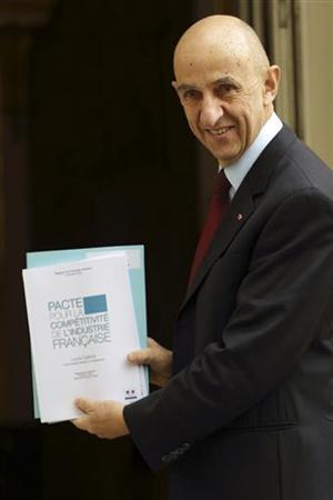 French industrialist Louis Gallois arrives at the Hotel Matignon to hand over his report on competitiveness to France's Prime Minister at his Hotel Matignon offices in Paris November 5, 2012. REUTERS/Philippe Wojazer (FRANCE - Tags: POLITICS BUSINESS EMPLOYMENT)
