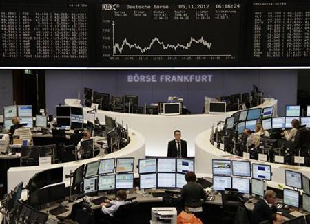 Traders are pictured at their desks in front of the DAX board at the Frankfurt stock exchange November 5, 2012. REUTERS/Remote/Marthe Kiessling (GERMANY - Tags: BUSINESS)