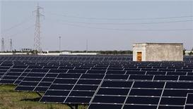 A solar power plant is pictured in Tuturano near Brindisi, southern Italy, August 23, 2012. Picture taken August 23, 2012. REUTERS/Alessandro Garofalo (ITALY - Tags: ENERGY ENVIRONMENT BUSINESS)