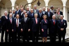 Cuando el Parlamento Europeo rechazó a Yves Mersch para el consejo ejecutivo del Banco Central Europeo, no fue porque careciera de preparación o experiencia; lo rechazaron por ser hombre. En la imagen, una foto de archivo del consejo del BCE en Venecia, el 8 de octubre de 2009. REUTERS/Stefano Rellandini