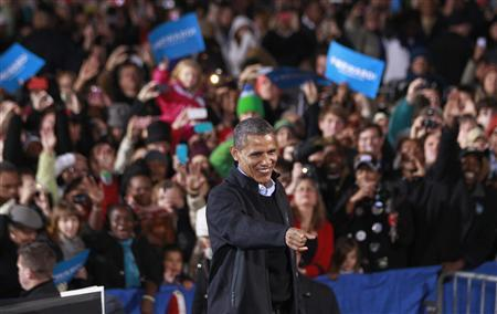 U.S. President Barack Obama acknowledges supporters during an election campaign rally in Aurora, Colorado, November 4, 2012. REUTERS/Jason Reed