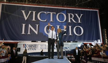 U.S. Republican presidential nominee and former Massachusetts Governor Mitt Romney and his wife Ann arrive for a campaign rally in Cleveland, Ohio, November 4, 2012. REUTERS/Jim Young