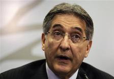 O ministro do Desenvolvimento, Indústria e Comércio Exterior, Fernando Pimentel, fala em coletiva de imprensa em Montevidéu, no Uruguai. 5/09/2012 REUTERS/Andres Stapff