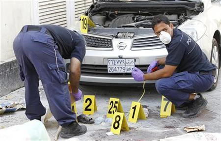 Police officials work at a bomb site in capital of Manama, Bahrain, November 5, 2012. REUTERS/Hamad I Mohammed