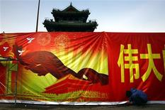 A worker installs a propaganda banner, promoting the Communist Party congress, outside the 700-year-old Dongyue Temple in central Beijing November 5, 2012. REUTERS/David Gray