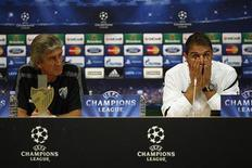 Malaga's coach Manuel Pellegrini (L) and his player Joaquin Sanchez attend a news conference on the eve of their Champions League soccer match against AC Milan at La Rosaleda stadium in Malaga, southern Spain October 23, 2012. REUTERS/Jon Nazca