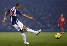 West Bromwich Albion's Peter Odemwingie scores against Southampton during their English Premier League soccer match at The Hawthorns in West Bromwich, central England, November 5, 2012. REUTERS/Darren Staples