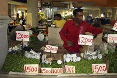 A vendor sells chillies at a food market in Port Louis June 26, 2008. REUTERS/Ed Harris