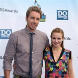 La actriz Kristen Bell está esperando su primer hijo con el también actor Dax Shepard, dijo su portavoz el lunes. En la imagen, de 19 de agosto, la pareja formada por Dax Shepard y Kristen Bell en una entrega de premios en el Barker Hangar de Los Angeles.