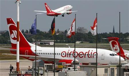 A German carrier Air Berlin aircraft takes off at Berlin's Tegel airport, May 22, 2012. REUTERS/Fabrizio Bensch (GERMANY - Tags: TRANSPORT BUSINESS)