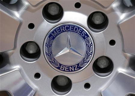 A Mercedes-Benz logo is seen on a displayed car is displayed on media day at the Paris Mondial de l'Automobile September 28, 2012. REUTERS/Jacky Naegelen