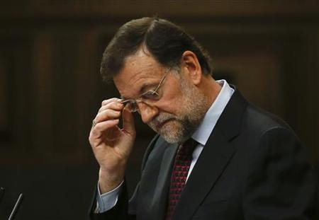 Spain's Prime Minister Mariano Rajoy adjusts his glasses as he delivers a speech on the results of the last European Council at the Spanish parliament in Madrid October 31, 2012. REUTERS/Andrea Comas