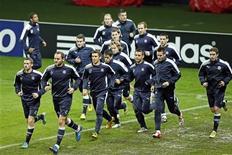 Torcedores do Dinamo Zagreb (foto) e PSG brigaram no centro de Paris após partida entre os times. 05/11/2012. REUTERS/Benoit Tessier