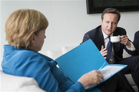 German Chancellor Angela Merkel listens as she receives British Prime Minister David Cameron (R) at the chancellery in Berlin June 7, 2012. REUTERS/Bundesregierung/Steffen Kugler/Pool