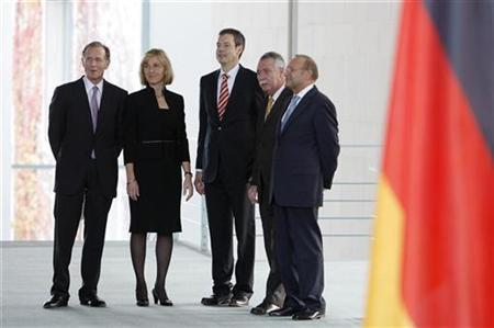German economic advisors, also known as 'the five wise men' (L-R) Bert Ruerup, Beatrice Weder Di Mauro, Peter Bofinger, Wolfgang Wiegard and Wolfgang Franz wait for a news conference at the federal Chancellery in Berlin November 12, 2008. REUTERS/Johannes Eisele