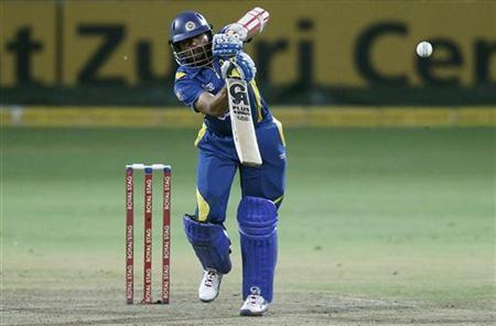 Sri Lanka's Tillakaratne Dilshan plays a shot during their third One Day International (ODI) cricket match against New Zealand in Pallekele November 6, 2012. REUTERS/Dinuka Liyanawatte